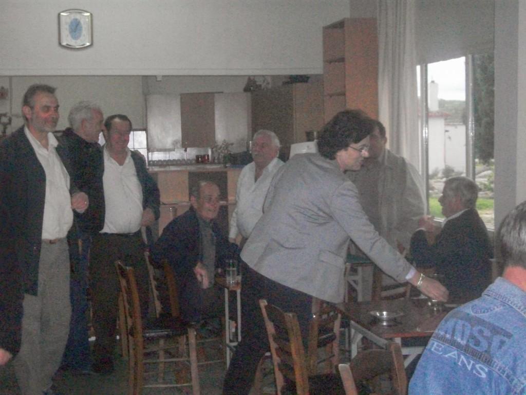 Στη Σωσσάνδρα χαιρετώντας τους κατοίκους
