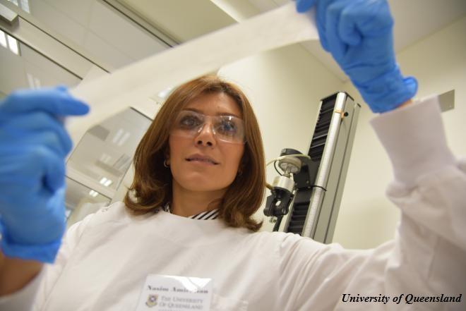 researcher-stretches-latex-spinifix