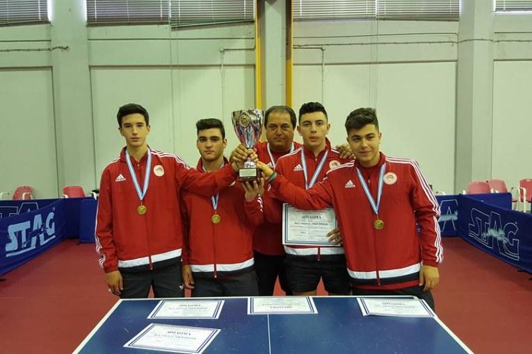 Ο αθλητής Αθανάσιος (Θάνος) Κιοσέογλου από την Έδεσσα, 1ος νικητής στο Πανελλήνιο πρωτάθλημα νέων-νεανίδων της επιτραπέζιας αντισφαίρισης (πιγκ πογκ)