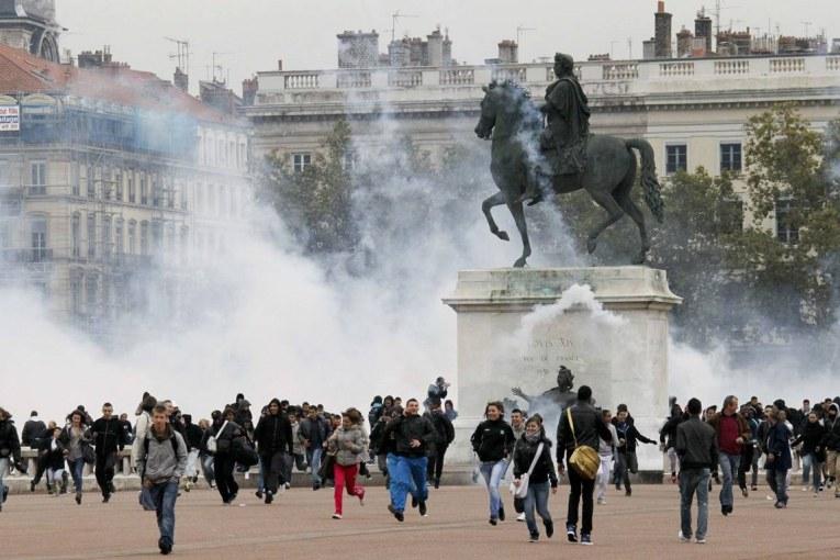 Στις «φλόγες» η Γαλλία – Εξαντλούνται τα αποθέματα βενζίνης στα πρατήρια