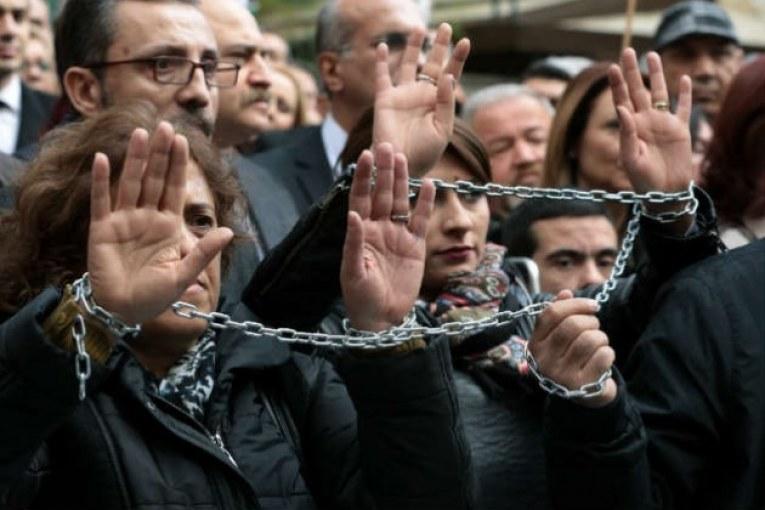 Έκκληση του ΕΚ για απελευθέρωση των Τούρκων δημοσιογράφων
