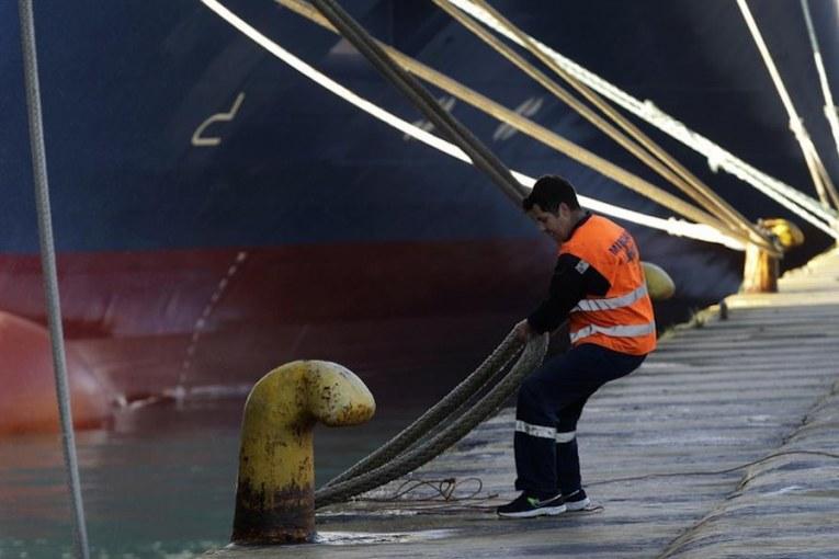 Κλιμακώνουν οι ναυτεργάτες με νέα απεργία – Χωρίς πλοία ως την Τρίτη