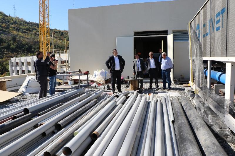 Αποτέλεσμα εικόνας για Επιθεώρηση του Περιφερειάρχη Κεντρικής Μακεδονίας Απόστολου Τζιτζικώστα στα έργα που υλοποιεί η Περιφέρεια στο νοσοκομείο ΑΧΕΠΑ της Θεσσαλονίκης