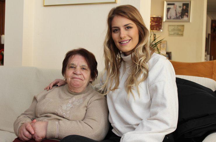 Επίσκεψη της τηλεοπτικής Νικόλ του «Τατουάζ» Εδεσσαίας Ελεονώρας Αντωνιάδου  στο γηροκομείο Έδεσσας 70f25a74357